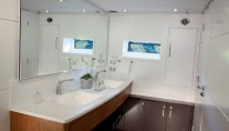 Schaefer 800 Yacht - Bathroom